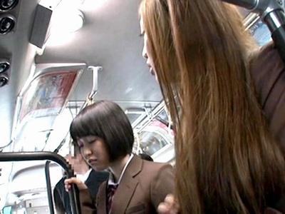 鬼畜レイパーの執念!バスで見かけた美少女を連日追い回して2穴に同時中出しレイプ!