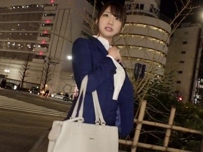 新宿駅で捕まえた人材派遣会社で働く25歳OL!日頃のストレスを発散させちゃう大量顔射パコ