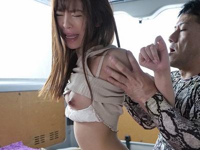 「ごめんなさいぃい!」煽り運転に巻き込まれてしまった女子大生がクズオヤジに何度も中出しされ…