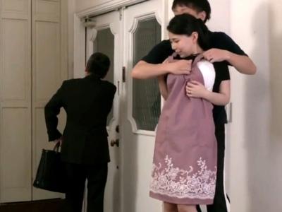 「ま、まだ…(小声)」父親が家を出ようと後ろを向いた途端に近親相姦開始!